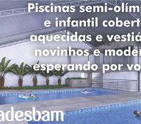 Piscinas semi-olímpica e infantil cobertas e aquecidas e vestiários novinhos e modernos esperando por você!